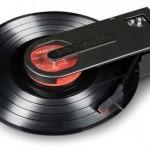 Crosley CR6002A самый компактный проигрыватель виниловых пластинок