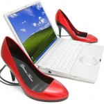 Красные колонки в форме женских туфель