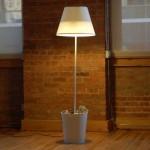 Trashlight, странная смесь лампы с мусорной корзиной