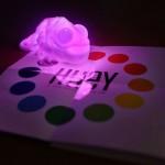 Huey — лампа хамелеон, которая меняет цвет  под окружающею обстановку