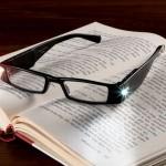 Очки для чтения с подсветкой.