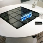 Panasonic представили стол на солнечных батареях для беспроводной зарядки аккумулятора