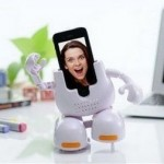 Tomy iPhone Stand: докс-станция которая научит iPhone танцевать