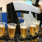 Японские пивовары Asahi создали совершенного робота по розливу пива