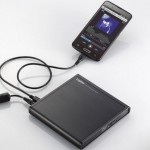 С помощью нового дисковода от  Logitec можно копировать песни с CD дисков напрямую на смартфон