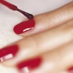 Лак для ногтей поможет обнаружить наркотики и другие опасные вещества в напитках