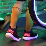 Кроссовки E-Sneakers со встроенным экраном стоят 100$