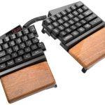 Полностью кастомизируемая Ultimate Hacking Keyboard клавиатура для профессионалов стоит 390$